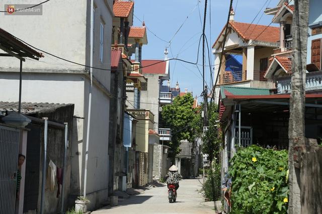 Hà Nội: Nhà tầng, biệt thự mọc san sát nhau ở ngôi làng phất lên từ việc buôn thịt lợn - Ảnh 8.