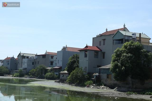 Hà Nội: Nhà tầng, biệt thự mọc san sát nhau ở ngôi làng phất lên từ việc buôn thịt lợn - Ảnh 9.