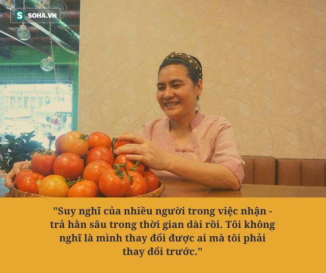 """Chị Phượng """"khùng"""" ở Sài Gòn bỏ làm thầu xây dựng, mở quán ăn tùy bụng - trả tùy tâm, ngày bù lỗ 1 triệu đồng - Ảnh 3."""