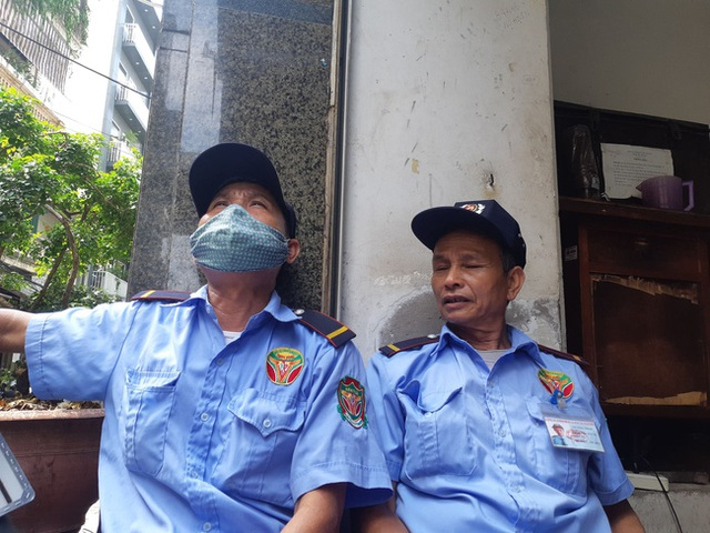 Hà Nội: Sau tiếng nổ lớn, mảnh kính tòa nhà văng xuống đường trúng ô tô khiến 2 người nhập viện cấp cứu - Ảnh 6.