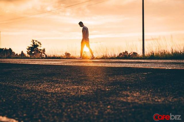 Cách kinh doanh bản thân khác biệt của đàn ông 20, 25, 30 tuổi: Từ ngông cuồng, dám ngã, dám đứng dậy đến ổn định và tỉnh táo - Ảnh 1.