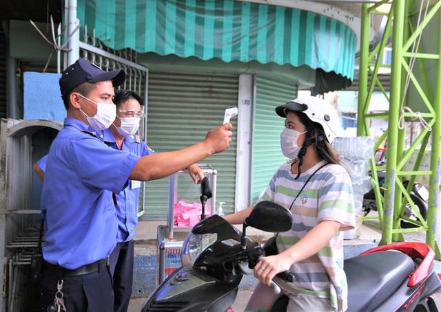 Ảnh: Ngày đầu người dân Đà Nẵng thực hiện đi chợ bằng phiếu ngày chẵn lẻ - Ảnh 12.