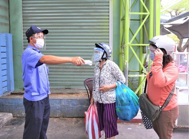 Ảnh: Ngày đầu người dân Đà Nẵng thực hiện đi chợ bằng phiếu ngày chẵn lẻ - Ảnh 15.