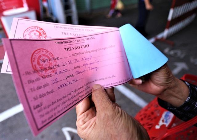 Ảnh: Ngày đầu người dân Đà Nẵng thực hiện đi chợ bằng phiếu ngày chẵn lẻ - Ảnh 6.