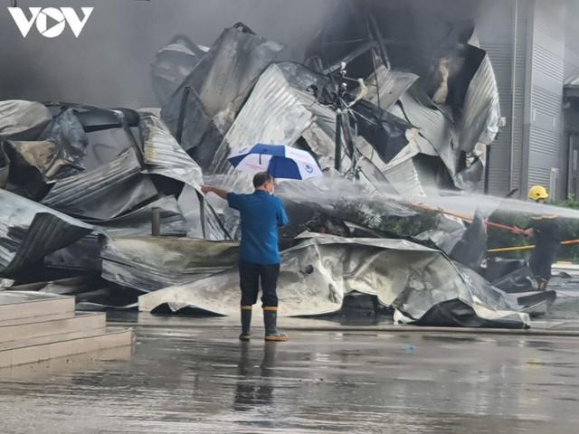 Ảnh: Hiện trường vụ cháy tại khu công nghiệp Yên Phong, Bắc Ninh  - Ảnh 5.
