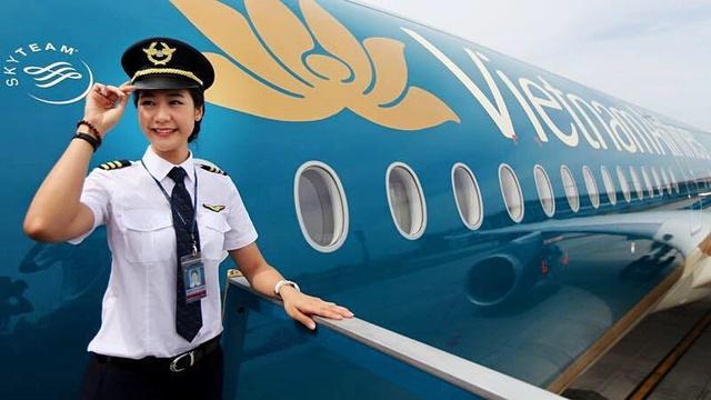 Tiểu sử ít biết về nữ cơ trưởng Huỳnh Lý Đông Phương: Từng lén gia đình đi thi lái máy bay chiến đấu, muốn làm phi công nhưng bị say máy bay - Ảnh 1.