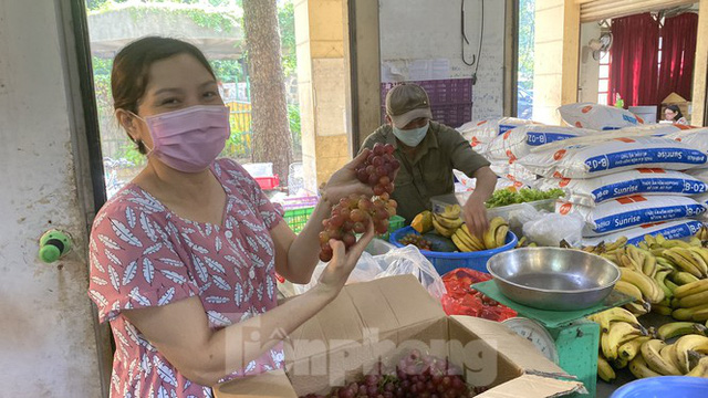 Người dân TPHCM góp hàng tấn rau củ quả cứu đói bầy thú Thảo Cầm Viên mùa dịch COVID-19 - Ảnh 13.