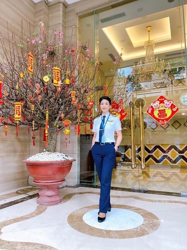 Tiểu sử ít biết về nữ cơ trưởng Huỳnh Lý Đông Phương: Từng lén gia đình đi thi lái máy bay chiến đấu, muốn làm phi công nhưng bị say máy bay - Ảnh 14.