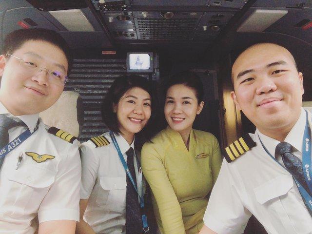 Tiểu sử ít biết về nữ cơ trưởng Huỳnh Lý Đông Phương: Từng lén gia đình đi thi lái máy bay chiến đấu, muốn làm phi công nhưng bị say máy bay - Ảnh 17.