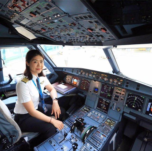 Tiểu sử ít biết về nữ cơ trưởng Huỳnh Lý Đông Phương: Từng lén gia đình đi thi lái máy bay chiến đấu, muốn làm phi công nhưng bị say máy bay - Ảnh 9.