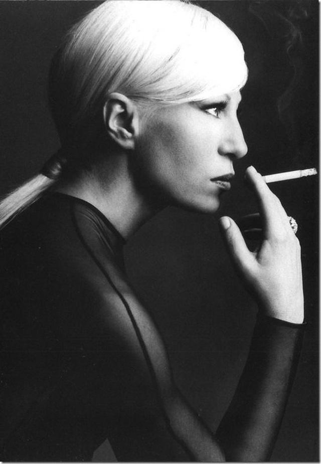 Cuộc đời đầy nước mắt phía sau ánh hào quang của Nữ vương đế chế Versace: Từ búp bê sống của anh trai đến thảm hoạ thẩm mỹ thời đại - Ảnh 4.
