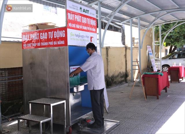 ATM gạo ứng dụng trí tuệ nhân tạo tại Đà Nẵng: Gọi điện hẹn trước 30 phút, nhận diện đúng người nghèo mới nhả gạo - Ảnh 1.