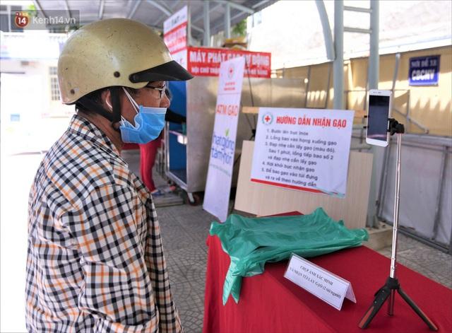 ATM gạo ứng dụng trí tuệ nhân tạo tại Đà Nẵng: Gọi điện hẹn trước 30 phút, nhận diện đúng người nghèo mới nhả gạo - Ảnh 4.