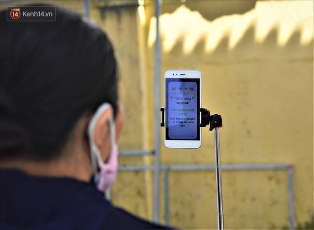 ATM gạo ứng dụng trí tuệ nhân tạo tại Đà Nẵng: Gọi điện hẹn trước 30 phút, nhận diện đúng người nghèo mới nhả gạo - Ảnh 5.