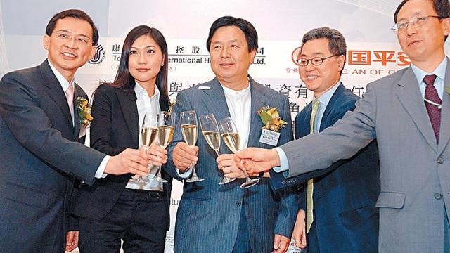 Thiên kim của Đế chế đồ chơi Hồng Kông: Xinh đẹp giỏi giang, 25 tuổi đã làm chủ tịch, từng bị đồn liên quan đến scandal ảnh nóng chấn động - Ảnh 4.