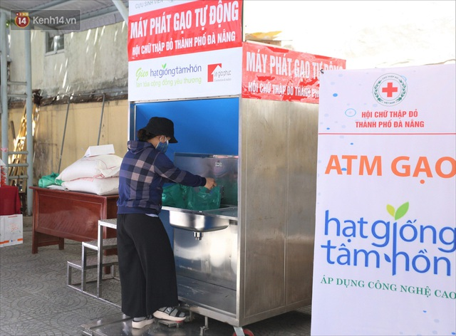 ATM gạo ứng dụng trí tuệ nhân tạo tại Đà Nẵng: Gọi điện hẹn trước 30 phút, nhận diện đúng người nghèo mới nhả gạo - Ảnh 9.
