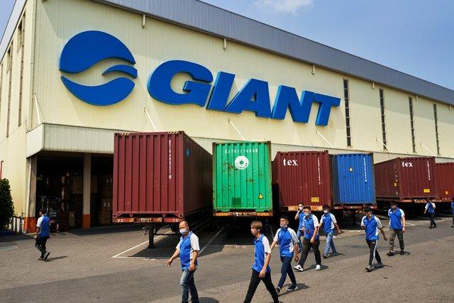 Nghịch cảnh mùa dịch: Trong khi nhiều doanh nghiệp phá sản, đóng cửa, hãng xe đạp lớn nhất thế giới Giant sản xuất không kịp để bán - Ảnh 1.