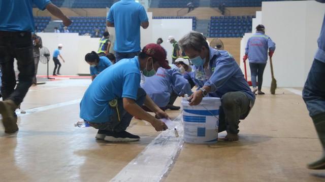 4 ngày 'biến' Cung thể thao rộng 94 nghìn m2 thành bệnh viện dã chiến  - Ảnh 11.