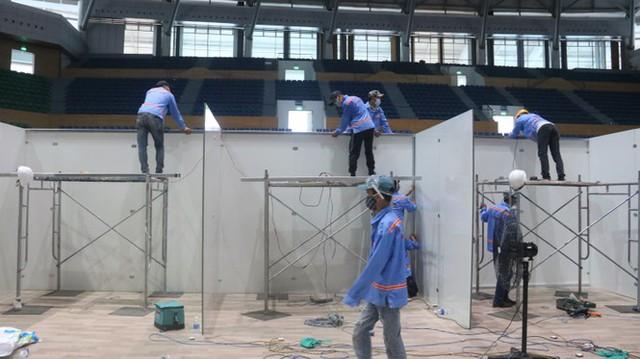4 ngày 'biến' Cung thể thao rộng 94 nghìn m2 thành bệnh viện dã chiến  - Ảnh 10.