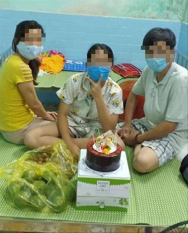 Tin mới vụ phó chủ tịch phường tổ chức sinh nhật trong khu cách ly - Ảnh 1.
