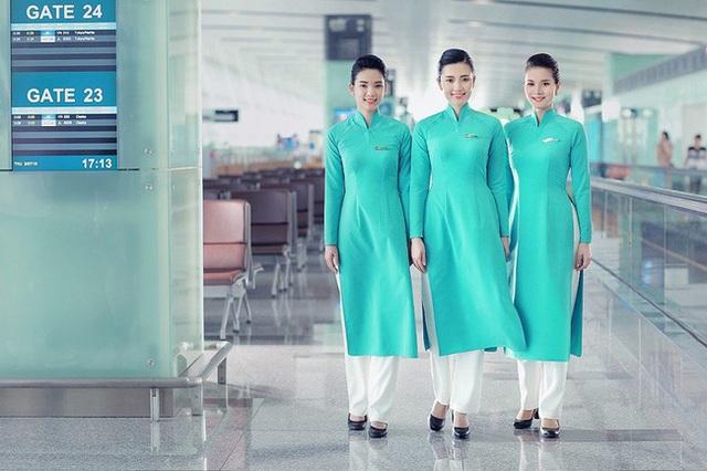 Trải qua 5 lần thay đổi đồng phục tiếp viên, Vietnam Airlines từng lọt Top 10 trang phục hàng không đẹp nhất thế giới và được nhận xét là ngày càng tinh tế, dịu dàng - Ảnh 7.