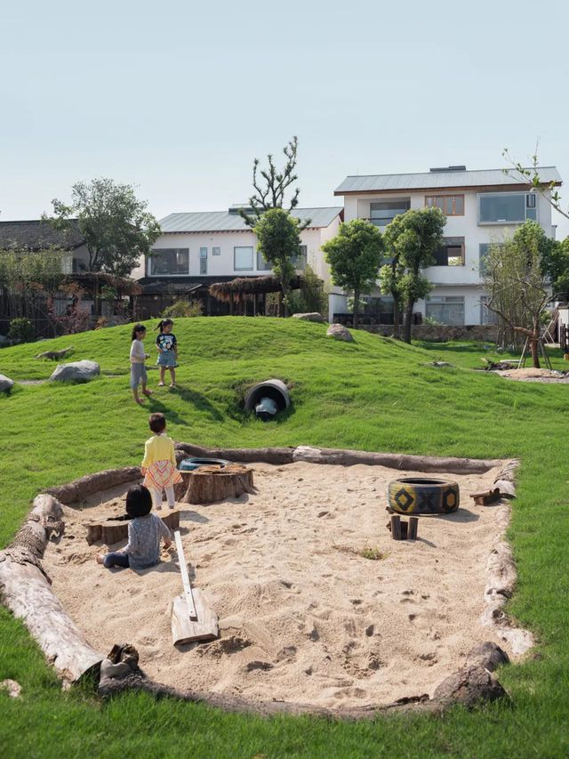 Thế chấp nhà ở thành phố, từ bỏ công ty riêng, hai vợ chồng về quê xây nhà gỗ hưởng đời an yên - Ảnh 2.