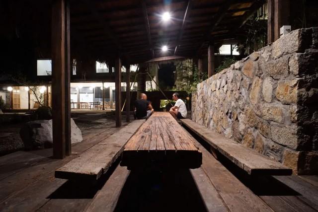 Thế chấp nhà ở thành phố, từ bỏ công ty riêng, hai vợ chồng về quê xây nhà gỗ hưởng đời an yên - Ảnh 4.