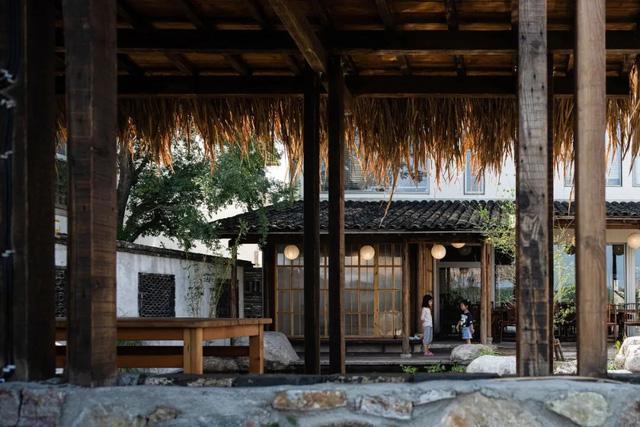 Thế chấp nhà ở thành phố, từ bỏ công ty riêng, hai vợ chồng về quê xây nhà gỗ hưởng đời an yên - Ảnh 6.