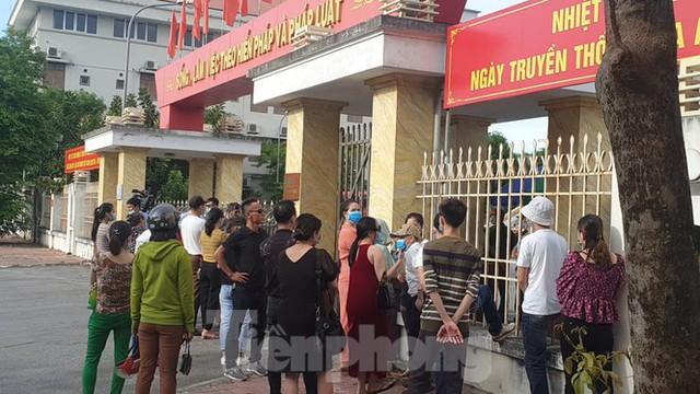 Hàng trăm người đội nắng theo dõi phiên xử vợ chồng Đường 'Nhuệ' - Ảnh 9.