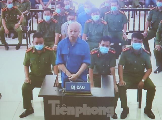 Hàng trăm người đội nắng theo dõi phiên xử vợ chồng Đường 'Nhuệ' - Ảnh 10.