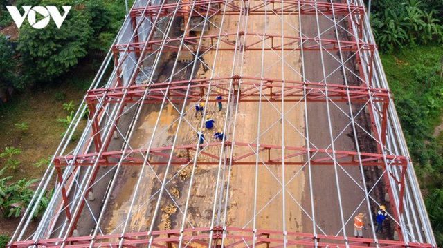 Toàn cảnh đại công trường sửa chữa cầu Thăng Long, Hà Nội - Ảnh 4.