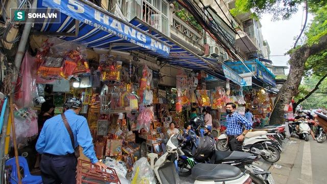 Cảnh tượng chưa từng thấy ở chợ cõi âm nổi tiếng Hà Nội - Ảnh 10.