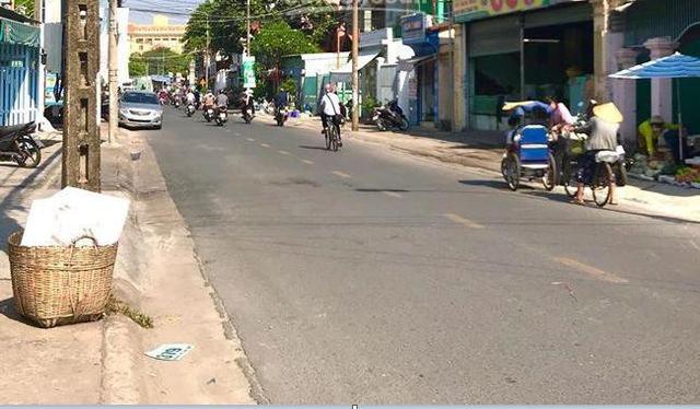 Phong tỏa khu vực bệnh nhân 595 cư trú, khoảng 900 nhân khẩu bị cách ly tại chỗ - Ảnh 1.
