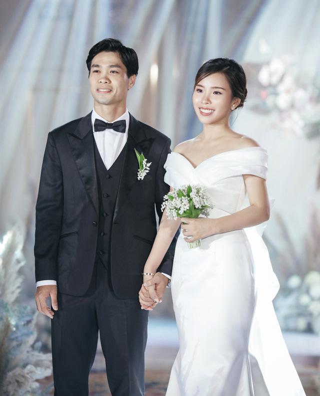 Công Phượng và vợ sắp cưới Viên Minh hiếm hoi cùng nhau xuất hiện công khai nhưng lại bị dân mạng soi ra điểm rời rạc kỳ lạ này - Ảnh 3.