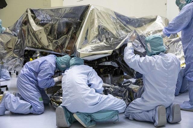 Bí mật trong căn phòng SIÊU SẠCH ở Mỹ: Quá trình diệt trùng khủng khiếp cho cỗ máy 2,4 tỷ USD diễn ra thế nào? - Ảnh 5.