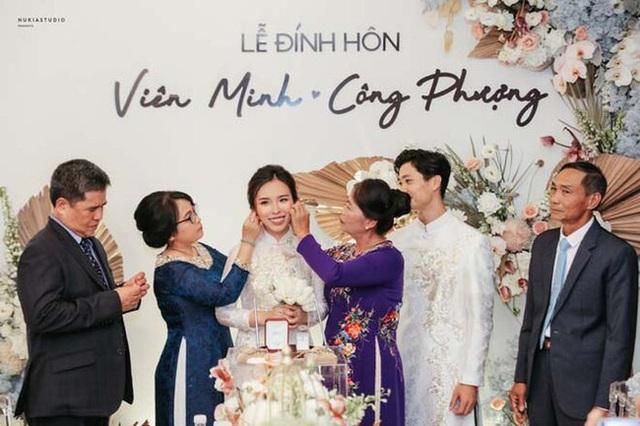 Công Phượng và vợ sắp cưới Viên Minh hiếm hoi cùng nhau xuất hiện công khai nhưng lại bị dân mạng soi ra điểm rời rạc kỳ lạ này - Ảnh 4.