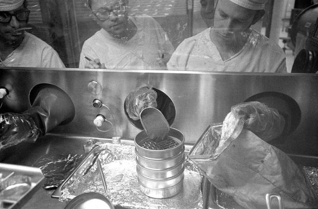 Bí mật trong căn phòng SIÊU SẠCH ở Mỹ: Quá trình diệt trùng khủng khiếp cho cỗ máy 2,4 tỷ USD diễn ra thế nào? - Ảnh 8.