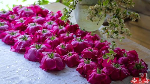 Tiên nữ đồng quê Lý Tử Thất mê hoặc hội chị em bằng vườn hồng như chốn cổ tích kèm công thức chế biến tỷ thứ từ loại hoa này - Ảnh 8.