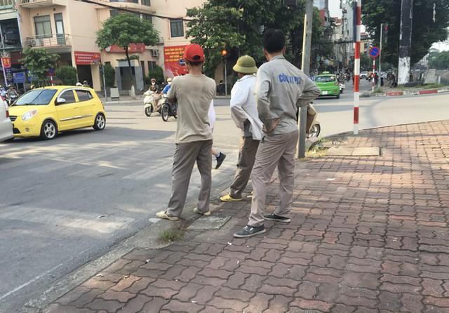 'Chợ người' Hà Nội ế ẩm vì dịch COVID - 19 - Ảnh 1.