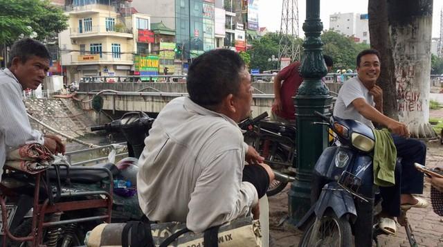 'Chợ người' Hà Nội ế ẩm vì dịch COVID - 19 - Ảnh 2.