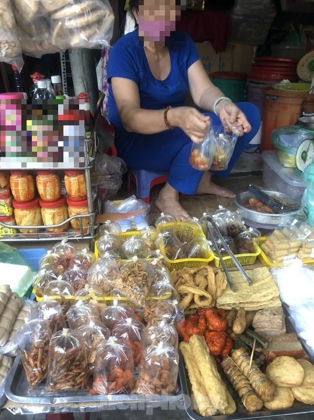 Sau nhiều vụ ngộ độc pate, TPHCM thu hồi 13 sản phẩm của Minh Chay - Ảnh 1.