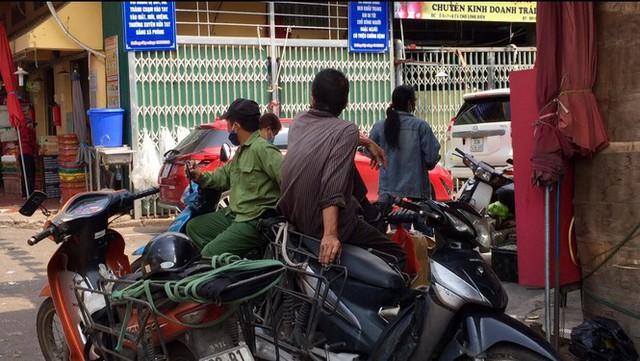 'Chợ người' Hà Nội ế ẩm vì dịch COVID - 19 - Ảnh 11.