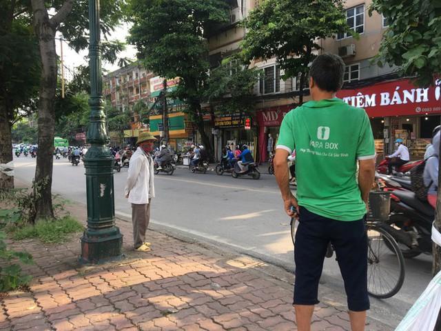 'Chợ người' Hà Nội ế ẩm vì dịch COVID - 19 - Ảnh 3.