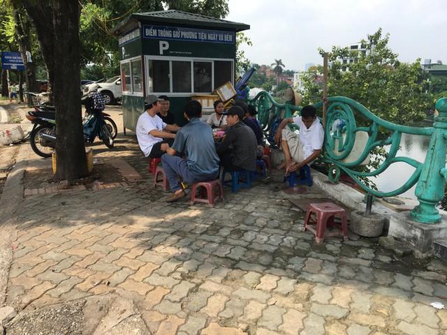 'Chợ người' Hà Nội ế ẩm vì dịch COVID - 19 - Ảnh 4.