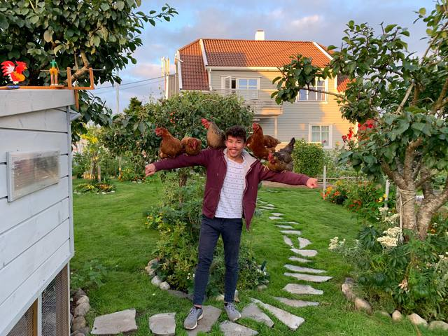 Cuộc sống đáng mơ ước của chàng trai 23 tuổi trong ngôi nhà vườn xanh mát bóng cây - Ảnh 4.