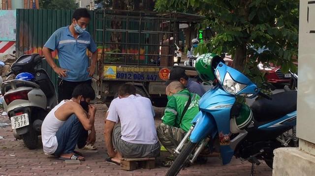 'Chợ người' Hà Nội ế ẩm vì dịch COVID - 19 - Ảnh 6.