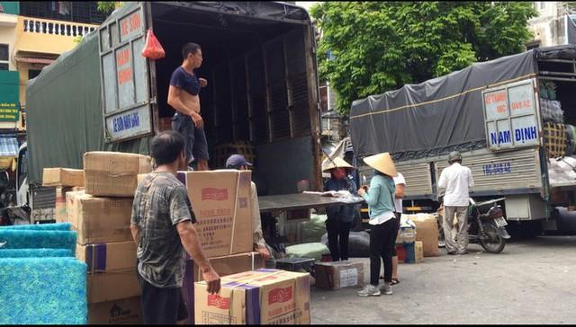 'Chợ người' Hà Nội ế ẩm vì dịch COVID - 19 - Ảnh 7.