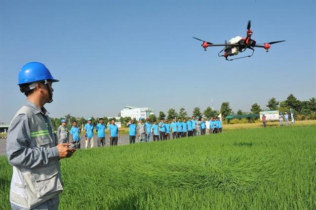 Tập đoàn Lộc Trời lãi 116 tỷ đồng 6 tháng đầu năm, muốn phát triển tổ bay drone 200 người để phun thuốc 20.000ha vụ Đông Xuân - Ảnh 3.