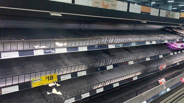 Dân Úc lại 'càn quét' các siêu thị vì Covid-19, chỉ riêng một quầy bị ghẻ lạnh không ai có tâm trạng mua!   - Ảnh 2.