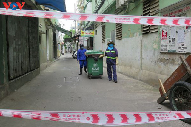 Đà Nẵng đảm bảo vệ sinh môi trường khu vực phong tỏa - Ảnh 1.